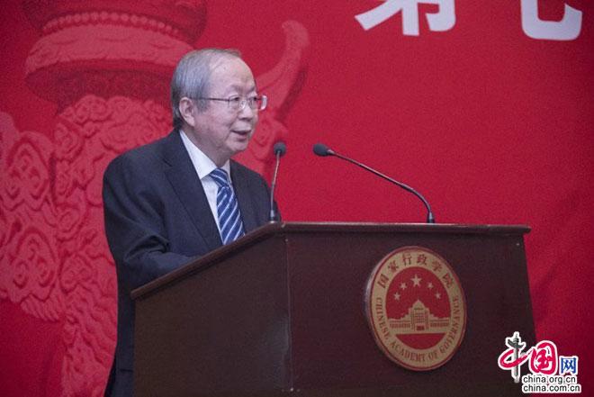 中国经济体制改革钻研会会长、国家发展和改革委员会原副主任彭森作主旨演讲。