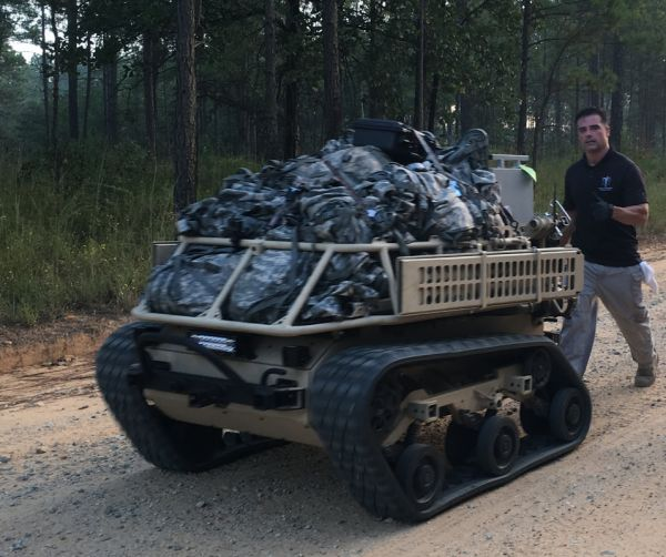 """资料图片:美军测试""""班用多用途装备运输车""""(SMET)。(美陆军官网)"""