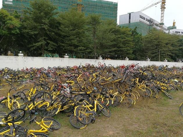 广州一处共享单车堆放点 图片来源:每日经济新闻