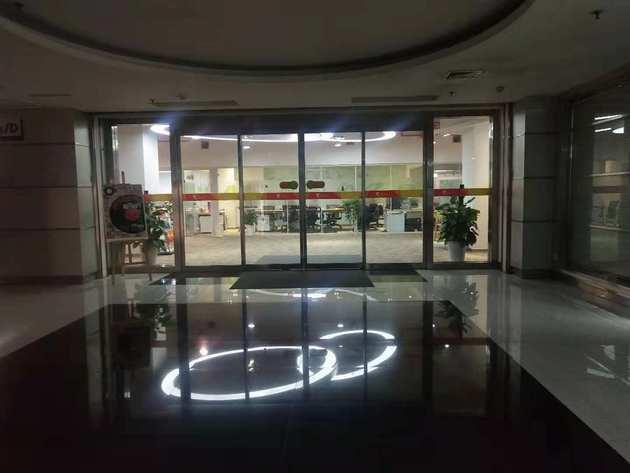 原ofo小黄车西安办公地点大门,如今已人去楼空 图片来源:每日经济新闻