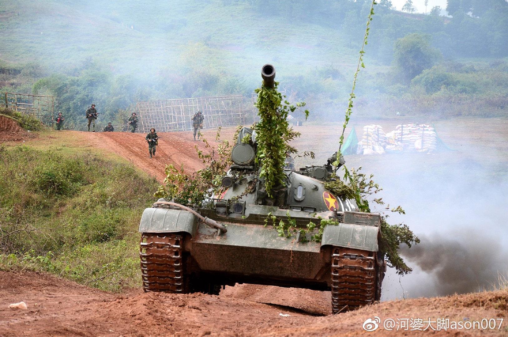 越南312师摩步209团仍在操纵老式的T-55坦克和BMP-1步兵战车 图源:微博@河婆大脚ason007