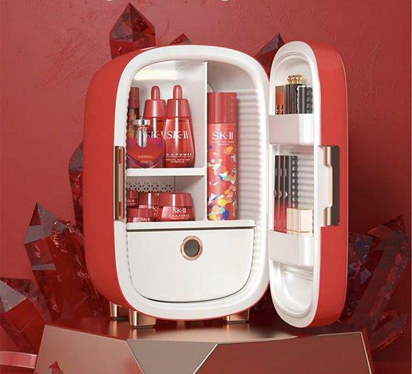 将护肤品储存在化妆品冰箱的使用场景。来源:缤兔天猫店