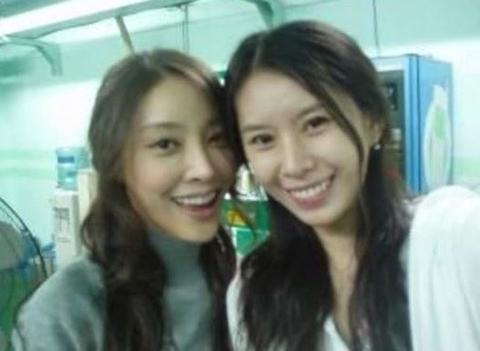 尹智吾与张紫妍(左)的合影