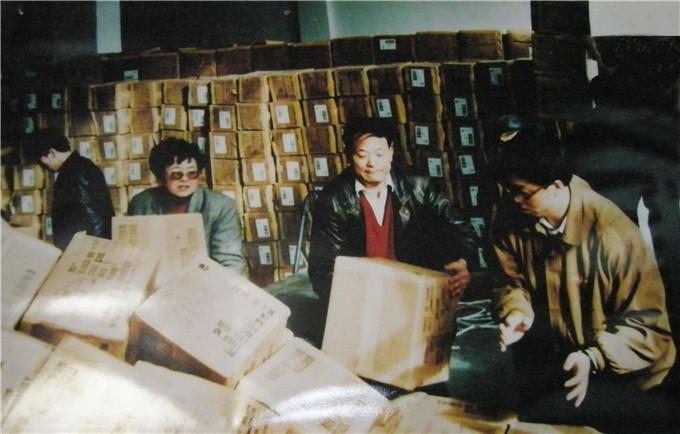 1983年,汪海带职工偷偷卖鞋,开始进入市场