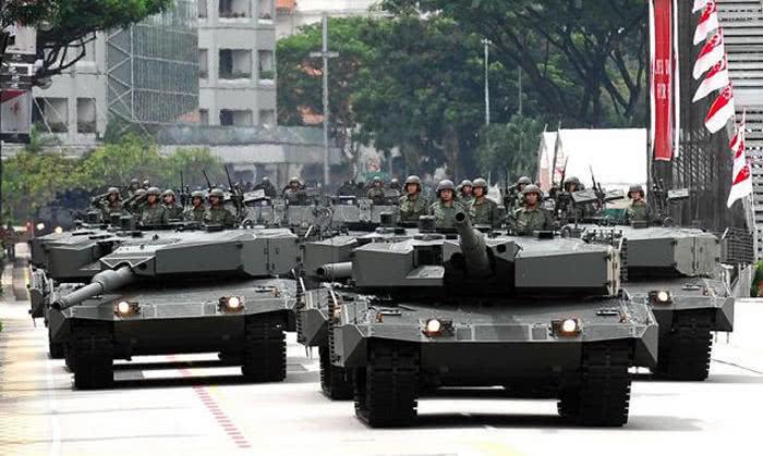 新添坡陆军的豹2SG坦克群。