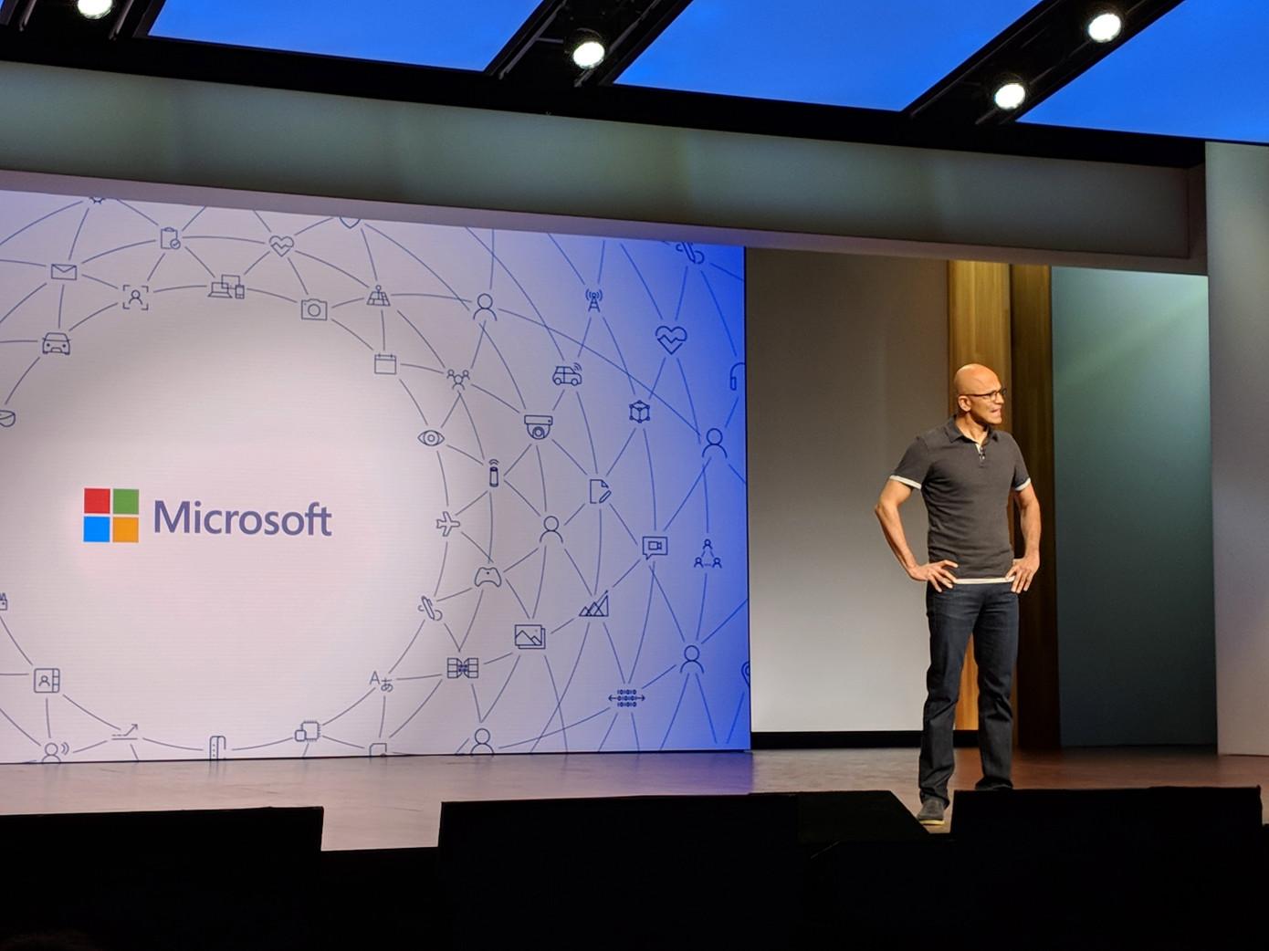 微软VR恐将跳票 用Xbox玩VR游戏还得再等几年
