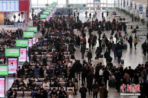 资料图:2018年12月25日,西安北站。中新社记者 张远 摄