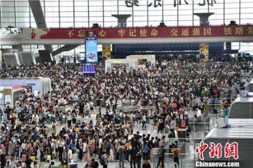 中秋假期第二天 全国铁路预计发送旅客