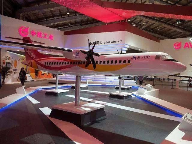 """▲珠海航展上展示的""""新舟""""700支线客机模型"""