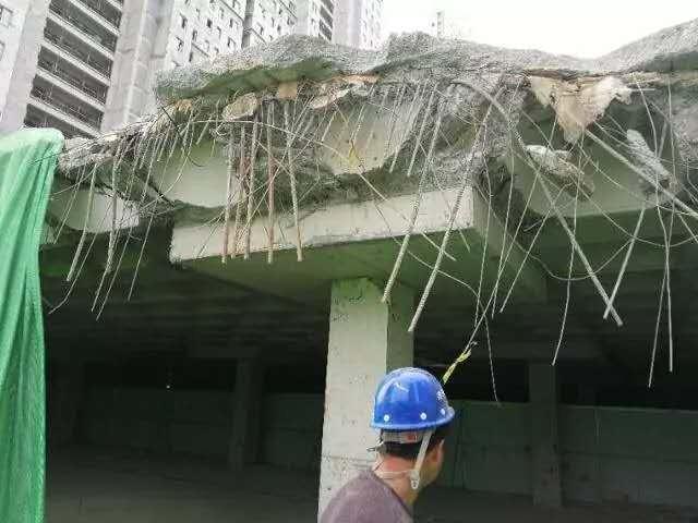 济南融汇城玫瑰公馆在建车位坍塌后业主质疑住楼质量