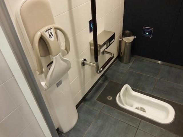 Nhà vệ sinh kiểu ngồi xổm ở Nhật Bản