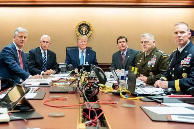 白宫公布特朗普在战情室观巴格达迪突袭行动的照片。