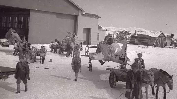 """解放军空军正式成立前,在东北""""捡洋落""""获得飞机"""