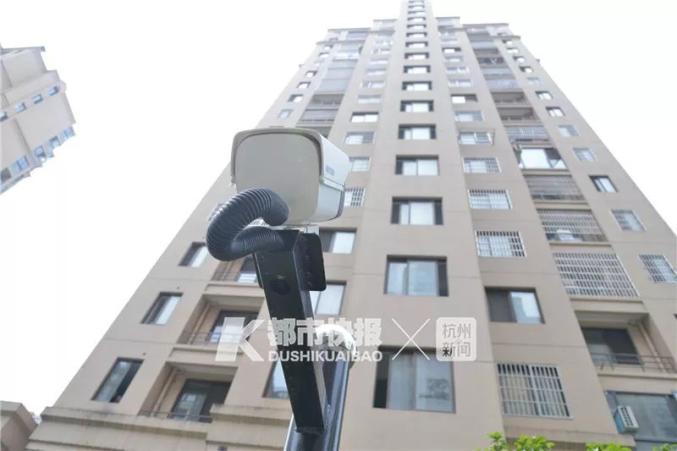 杭州一小区的防高空抛物摄像头。都市快报资料图