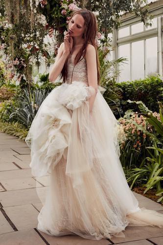 【时尚】婚纱不止Vera Wang,这些国内新锐设计师了解一下