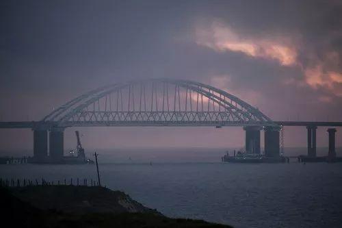 这是11月26日在克里米亚拍摄的刻赤海峡大桥。新华社/美联
