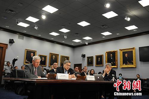 """资料图:当地时间4月9日,美国司法部长巴尔在国会众议院出席关于该部新财年预算的听证会时说,删节后的""""通俄门""""报告将于一周内发布。中新社记者 陈孟统 摄"""
