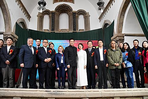 首部中国与哈萨克斯坦合拍电影《音乐家》在延安举行中国部分的开机仪式。(新华社)