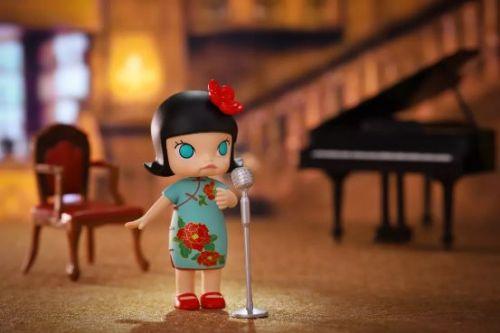 Molly化身潮玩捕手亮相上海世茂广场 泡泡玛特与你玩转新潮流