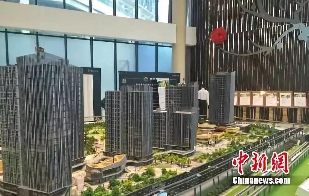 北京房山区某商改住楼盘出售中间。中新网 栽卿 摄