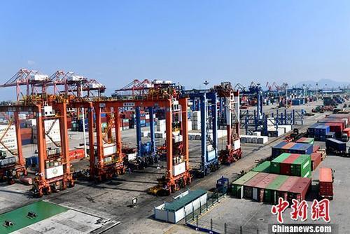 资料图:厦门海天集装箱码头。中新社记者 吕明 摄