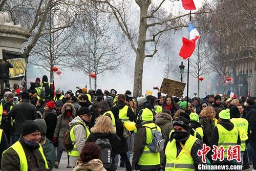 """地时间2月2日,å・´é»Žçº¦æœ‰ä¸‡åç¤ºå¨è€…继续走上街头抗议,当天抗议的主题是反对警方在示威期间过度使用暴力措施。中新社记者 李洋 æ'"""""""