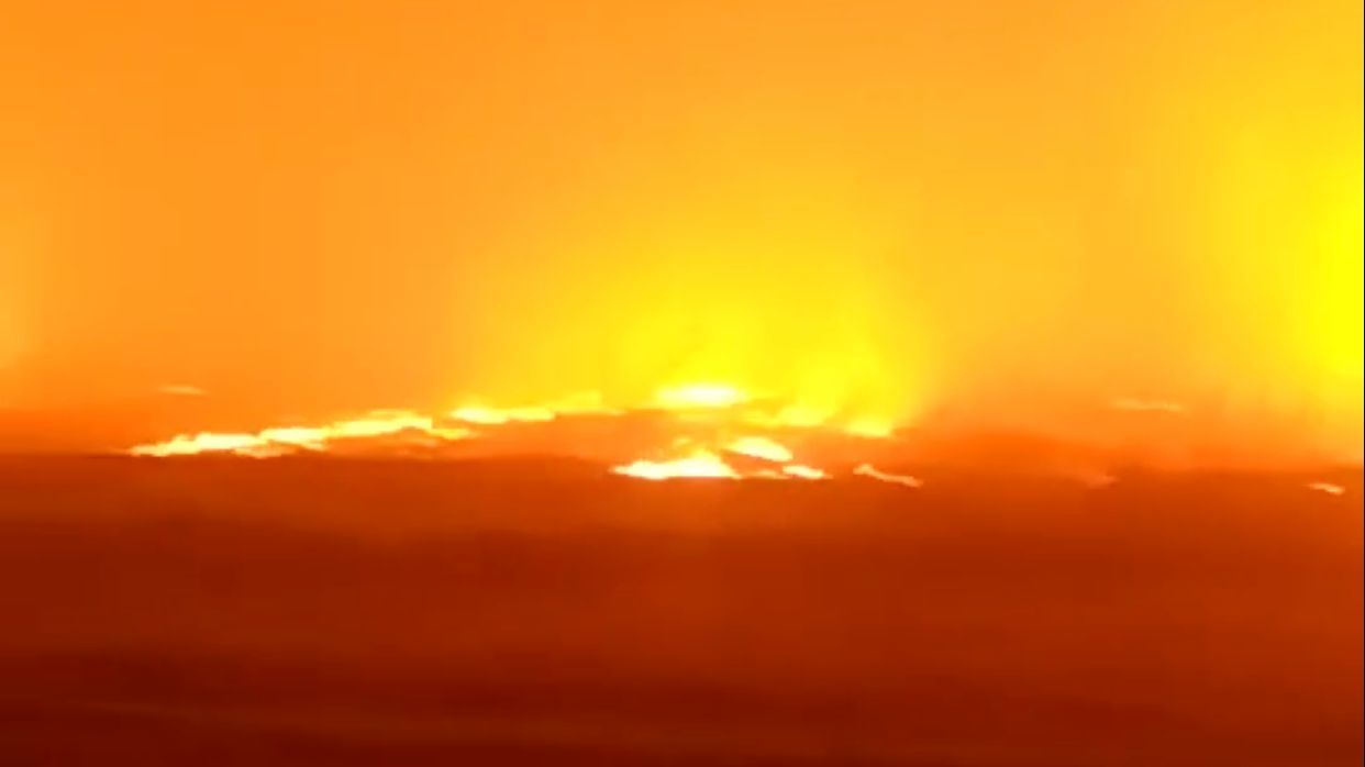 消防员表示,为大地火灾无人员伤亡。网络视频截图。