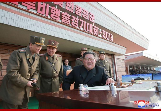 金正恩观摩朝鲜战斗飞行技术大赛 现场战机云集