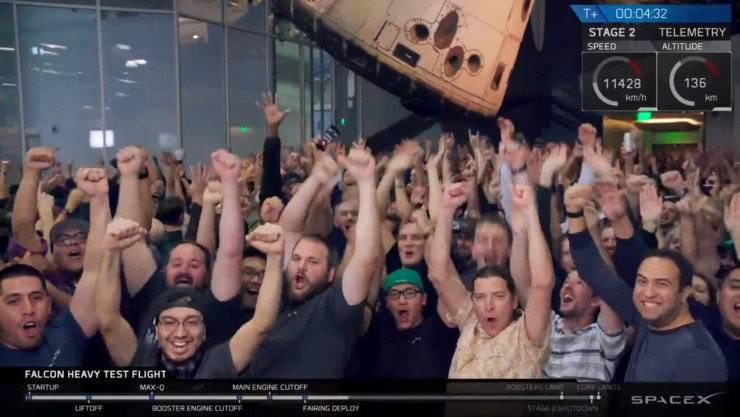 每次SpaceX发射直播完,你总能望到一群工程师员工在欢呼