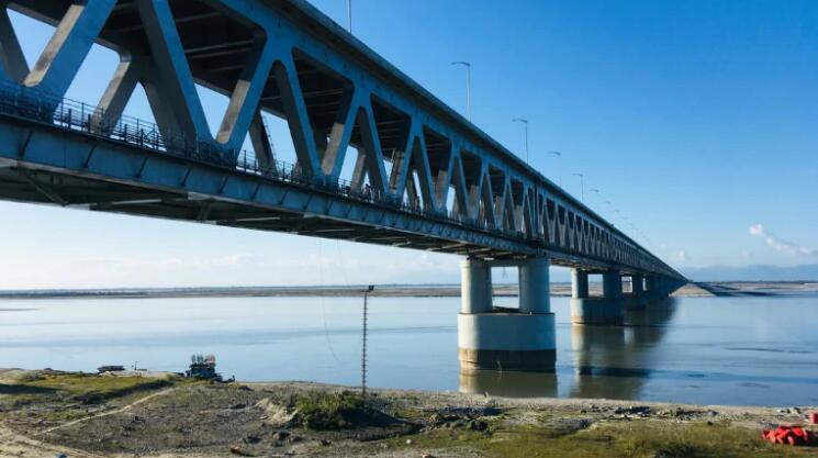 该桥2007年成为国家项现在,印度财政部出资75%,其余由铁道部出资(图片来源:今日印度 下同)