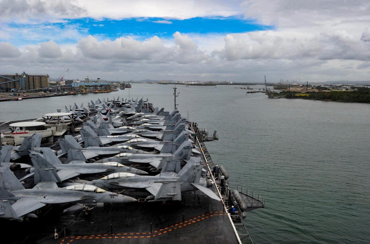 """美国第七舰队""""里根""""号航母抨击大队于7月5日抵达昆士兰参添美日澳三国说相符操练 图源:美国海军"""