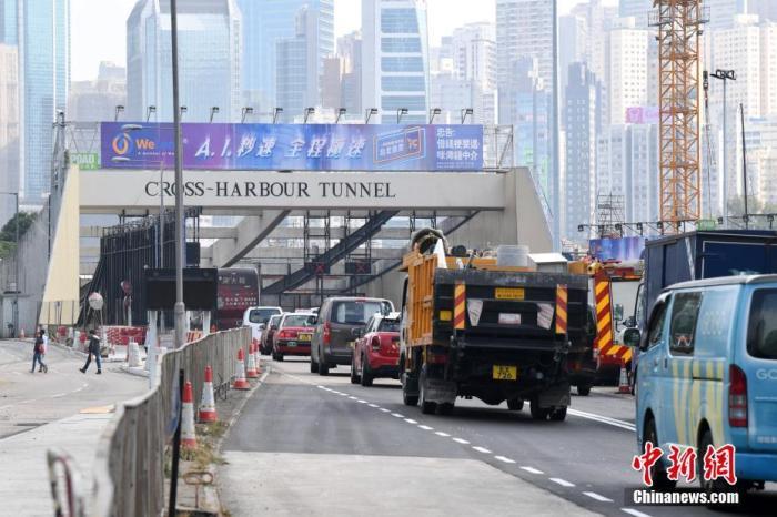 资料图:11月27日,香港红磡海底隧道恢复通车后,铜锣湾红隧出入口车辆通行畅顺。封闭近两周的香港红磡海底隧道27日早上恢复通车。 中新社记者 李志华 摄