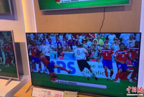 北京某商场出售的智能电视。张旭 摄