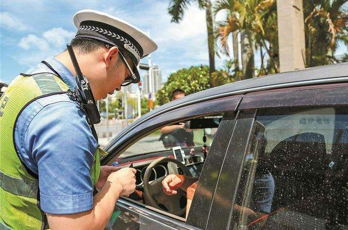 新交规更人性化:未年检车辆被查可不扣车辆