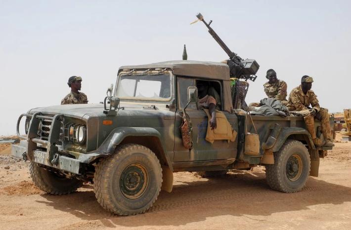 马里军队在巡逻(来源:纽约时报)