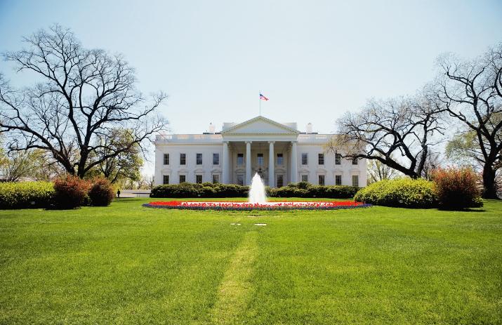 央视:请美国白宫解释一下什么是经济侵略?