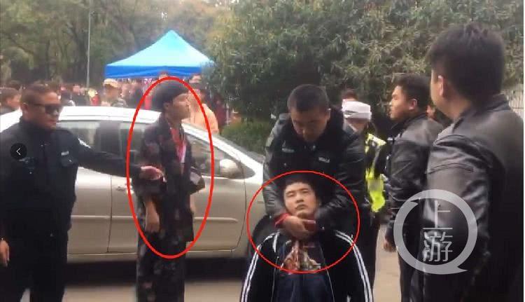 图为武汉大学事发现场,左图男子为被指身穿和服。视频截屏