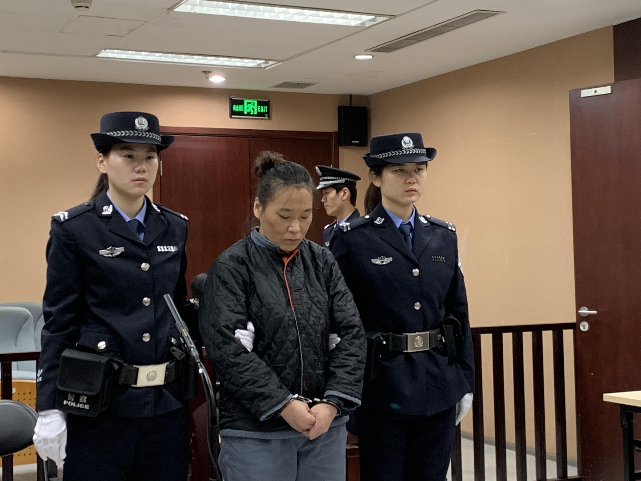 女子翟某受审。 摄影通讯员秦喆