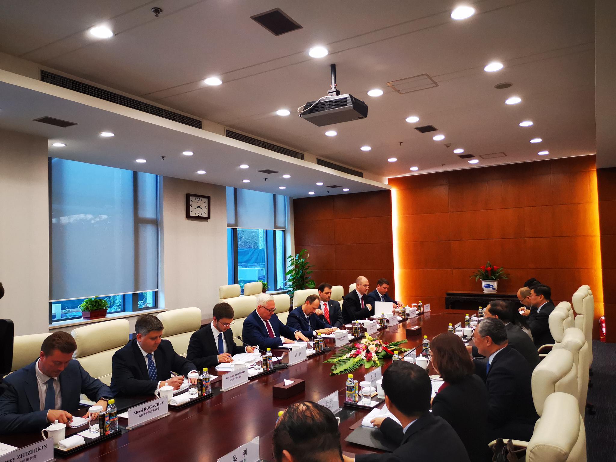 美提出要与中俄进行三边军控谈判 中俄副外长回应