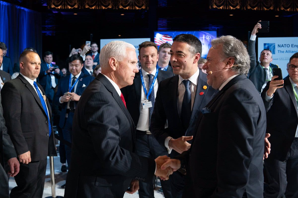 彭斯在华盛顿参加北∩约外交部长级会议 图自:彭斯推特