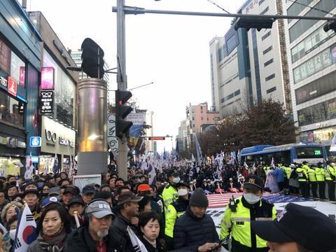 朴槿惠声援者22日集会画面(韩国《每日信息》)