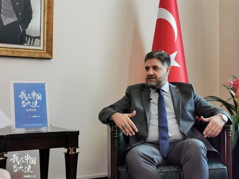土耳其驻华大使阿布杜卡迪尔·埃明·约南接受人民日报海外网专访。 (摄/海外网 付勇超)