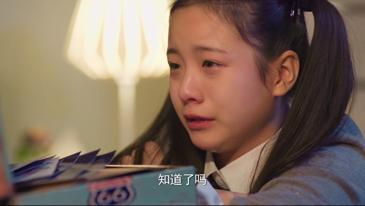 因為繼父家的哥哥罵她喜歡外星人是神經病,就傷傷心心哭了一場,哭起來圖片
