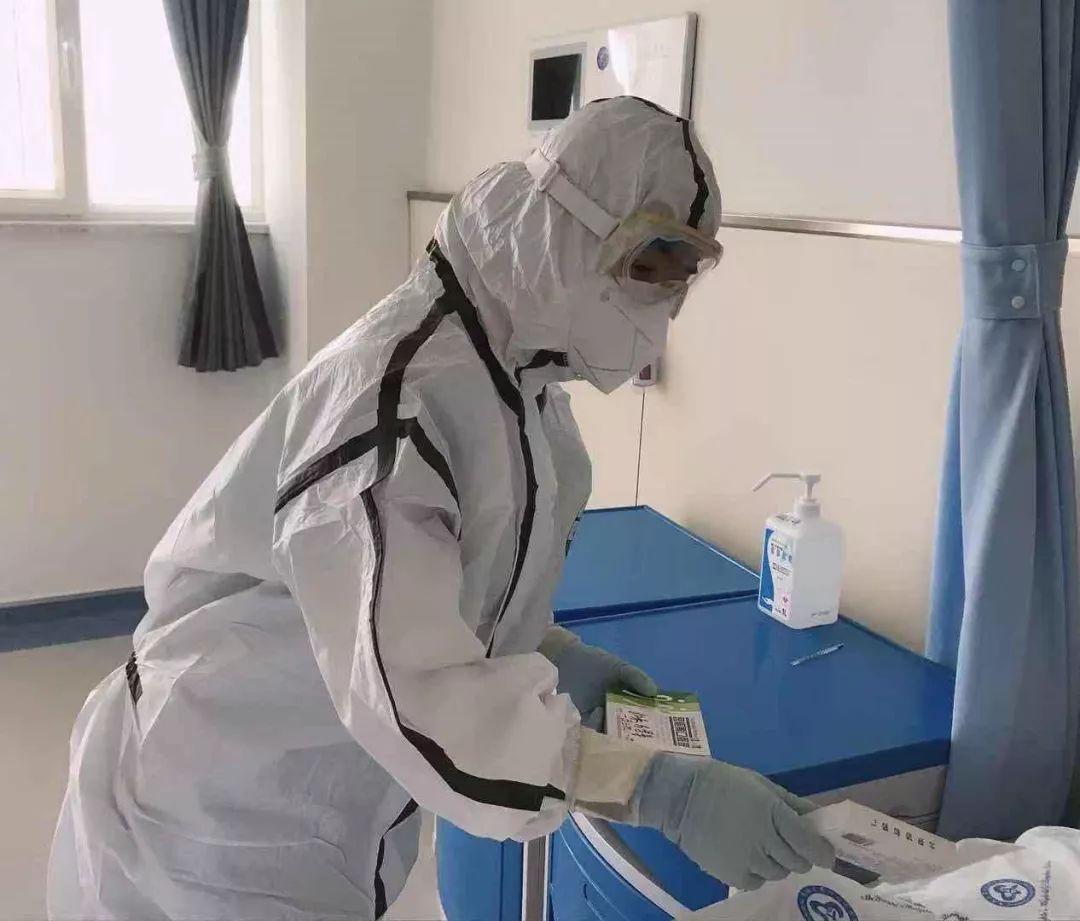青海省第四人民医院医务工作者耐心细致照顾患者