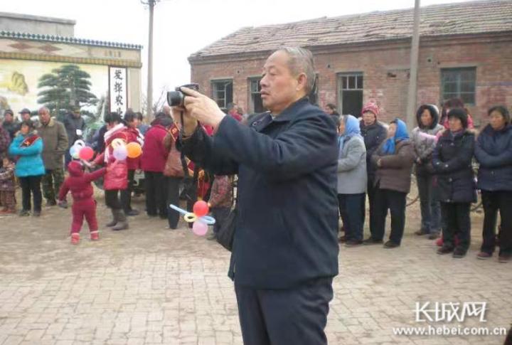 """武强刘金英:""""一支笔""""坚守基层半个世纪"""