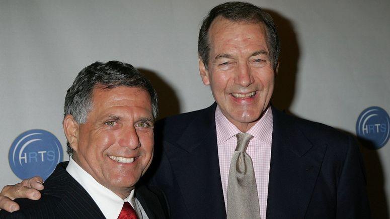 电视界大亨莱斯利·蒙维斯(左)和资深记者查理·罗斯。