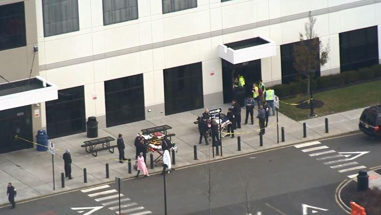 救护车将24人送去医院 图源:美媒