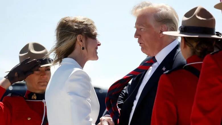 2018年时任美驻加大使的克拉夫特欢迎特朗普到访,图自外媒