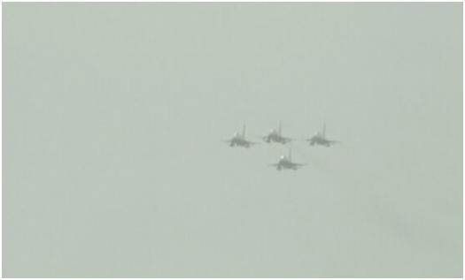 (参与阅兵的巴基斯坦空军喷气式飞机 图源:《黎明报》)