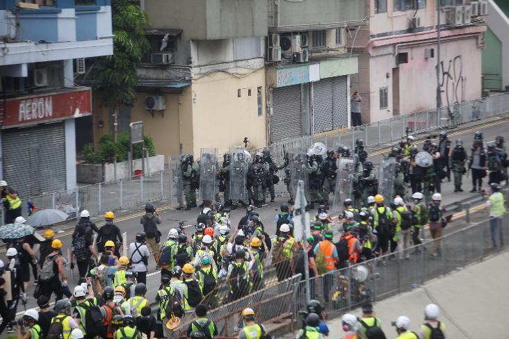 港府表示政府对连串暴力示威一直保持克制(文汇报资料图)